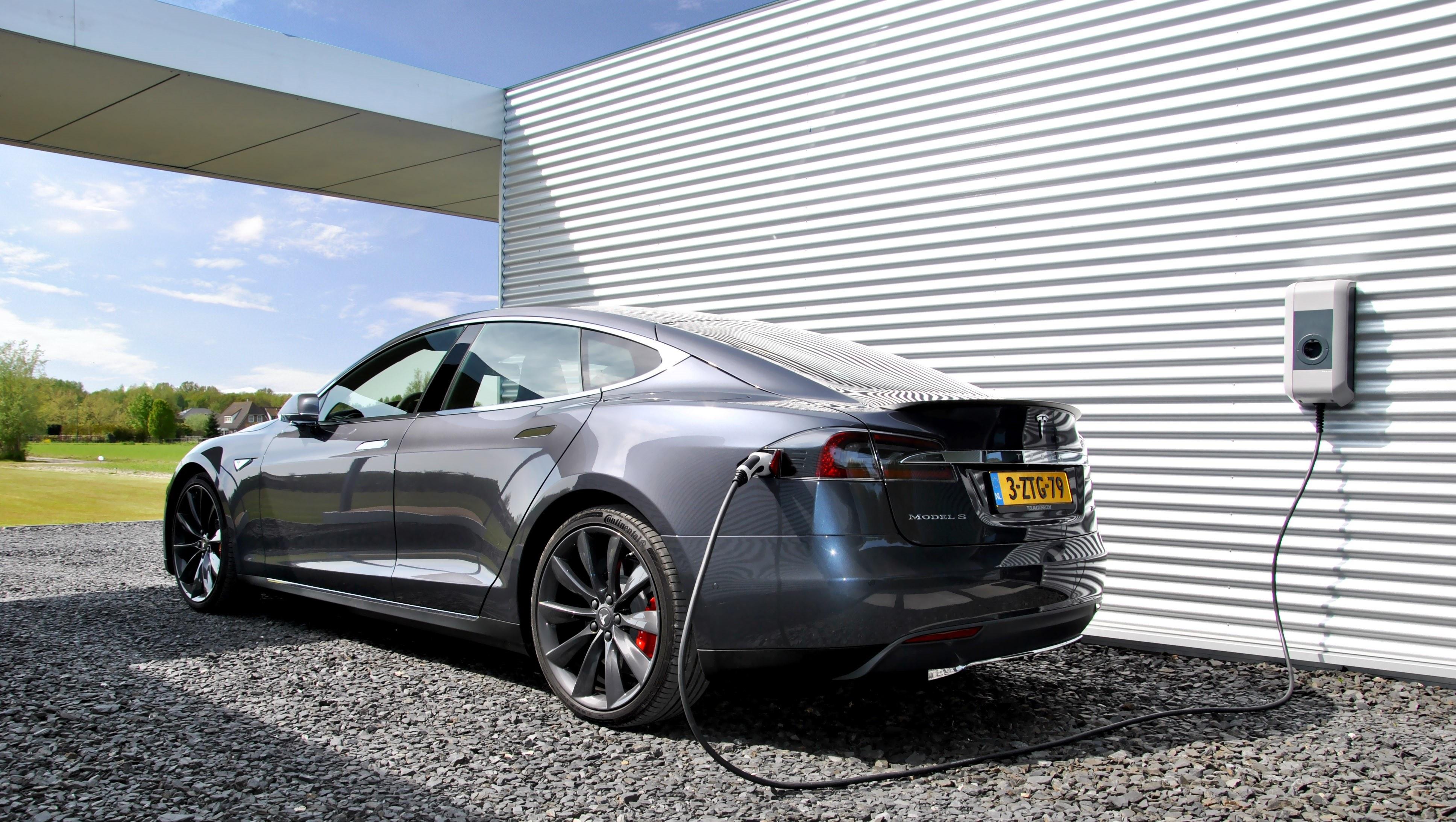 Elektrische Auto Van De Zaak Voordelig Opladen Finami Barendrecht